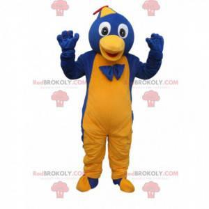 Blaues und gelbes Pinguin-Maskottchen mit einer Kappe und einer