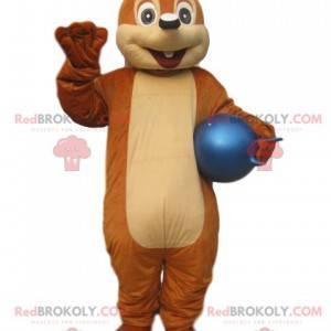 Kleine bruine eekhoorn mascotte met een blauwe ballon -