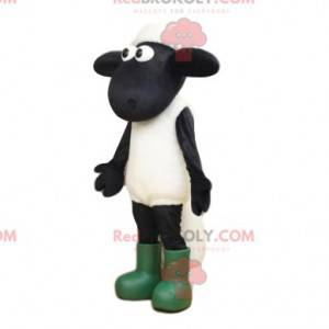 Mascote ovelha branca e negra com olhos grandes e botas -