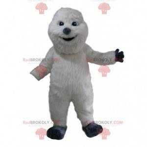 Weißes Schneemannmaskottchen mit einem schönen Mantel und einer