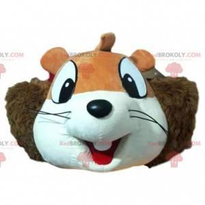 Testa della mascotte dello scoiattolo con un ampio sorriso -