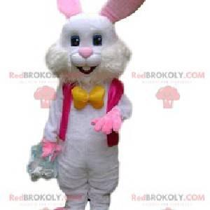 Maskot bílého králíka s fuchsiovou bundou a žlutou mašlí -