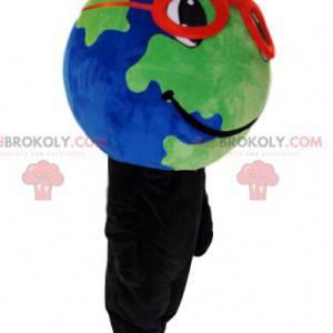 Mascote da terra com óculos vermelhos e um lindo sorriso -