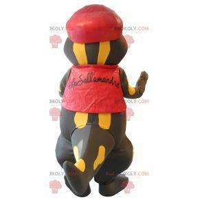 Maskot docela černý a žlutý mlok oblečený v červené barvě -