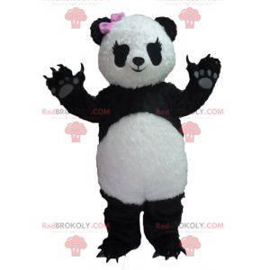 Svart og hvit panda maskot med rosa sløyfe - Redbrokoly.com