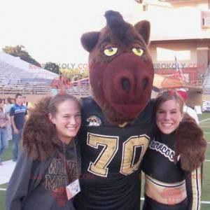 Brown boar mascot in sportswear - Redbrokoly.com