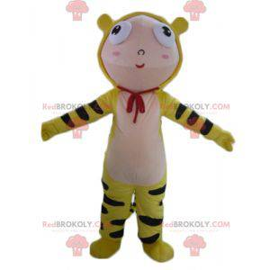 Chłopiec maskotka ubrany w kostium żółtego tygrysa -