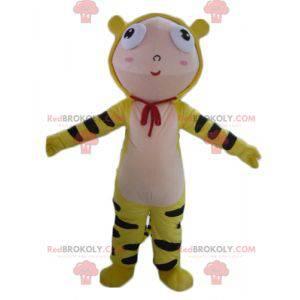 Jungenmaskottchen gekleidet im gelben Tigerkostüm -