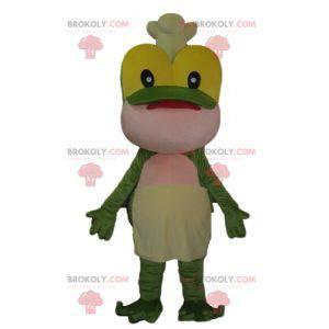 Gelbes und rosa grünes Froschmaskottchen mit einer Kochmütze -