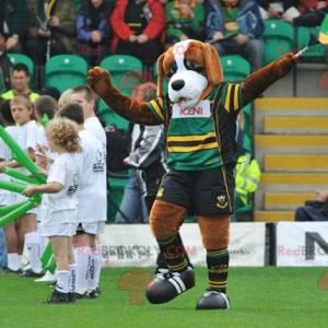 Svatý Bernard hnědý pes maskot ve sportovním oblečení -
