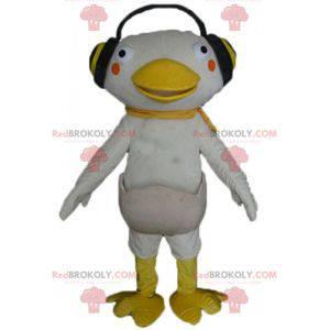 Weißes und gelbes Entenmaskottchen mit Kopfhörern an den Ohren