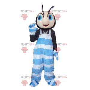 Czarno-różowy maskotka owad w niebiesko-białym kombinezonie -
