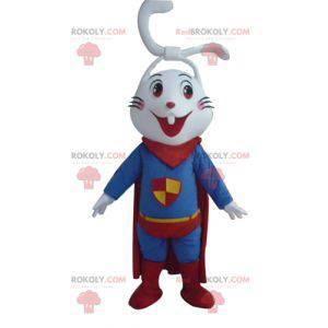 Velmi usměvavý maskot bílého králíka oblečený jako superhrdina