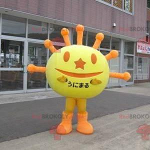 Maskottchen geformt wie eine gelbe und orange Sonne -