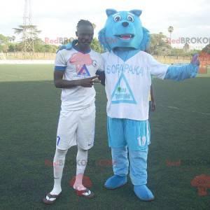 Blue wolf mascot in sportswear - Redbrokoly.com