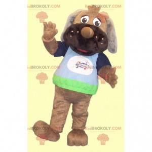 Braunes Hundemaskottchen mit einem bunten T-Shirt -