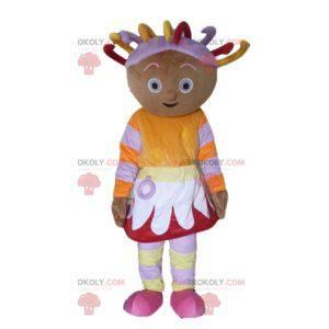 Afrikanisches Mädchenmaskottchen im bunten Outfit mit Dreads -