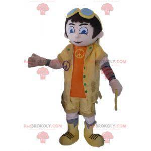 Chlapec maskot v žluté a oranžové oblečení s brýlemi -