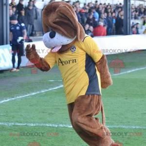 Brązowy pies maskotka z żółtą koszulką - Redbrokoly.com