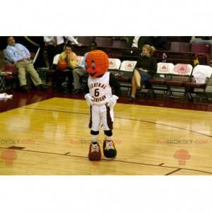 Maskot basketbal ve sportovním oblečení - Redbrokoly.com