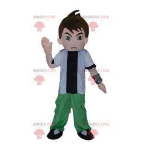 Teenager-Jungenmaskottchen im weißen grünen und schwarzen