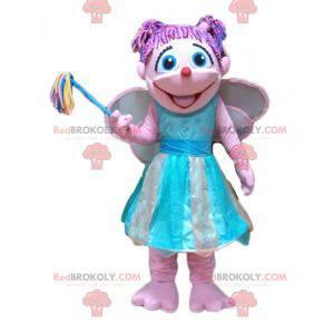 Mascot bastante hada rosa y azul muy colorida y sonriente -