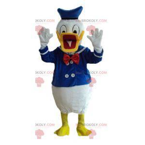 Mascote famoso do pato do Pato Donald vestido de marinheiro -