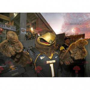 Brown Eagle Maskottchen in schwarzer Sportbekleidung -