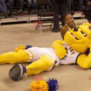 Żółty pies maskotka buldog w sportowej - Redbrokoly.com