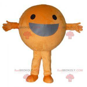 Riesiges orangefarbenes Maskottchen rundum und lächelnd -