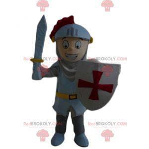 Ritterjungenmaskottchen mit einem Helm und einem Schild -