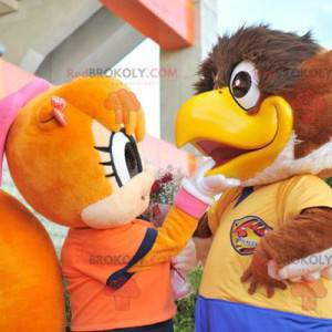 2 maskoti, velký hnědý pták a oranžová veverka - Redbrokoly.com