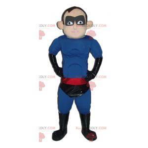 Superhelden-Maskottchen im schwarz-rot-blauen Outfit -