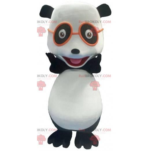 Mascotte del panda in bianco e nero con gli occhiali -