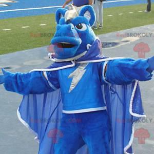 Blaues Pferdemaskottchen gekleidet in einen Umhang -