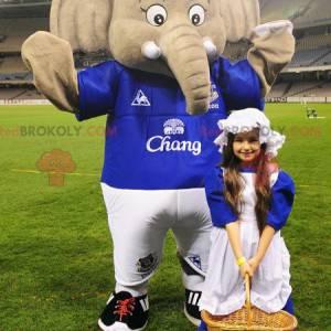 Stor grå elefantmaskot i sportsklær - Redbrokoly.com