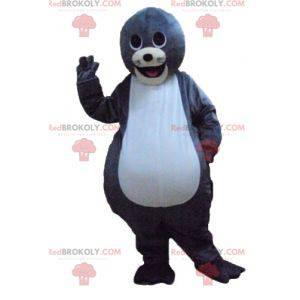 Mascote lontra cinza e branca fofa e sorridente - Redbrokoly.com