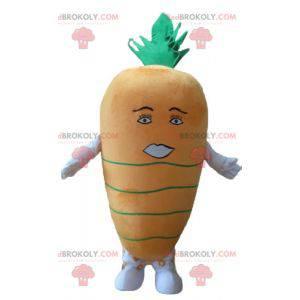 Riesenmaskottchen mit orangefarbenen und grünen Karotten -