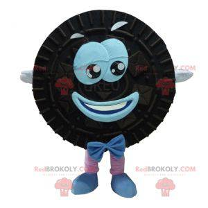 Mascot Oreo zwarte en blauwe cake rond en glimlachend -