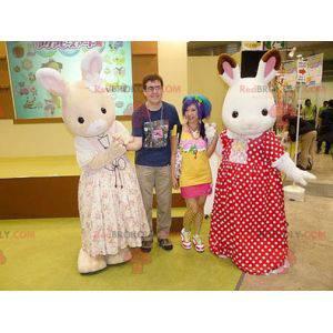 2 Maskottchen aus weißen und beigen Kaninchen im Kleid -
