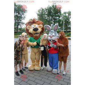 2 maskoti, hnědý lev a šedobílý králík - Redbrokoly.com