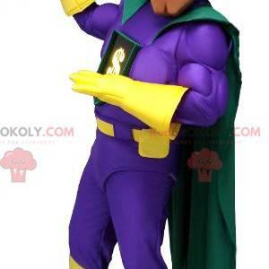 Veldig muskuløs superheltmaskot med et fargerikt antrekk -