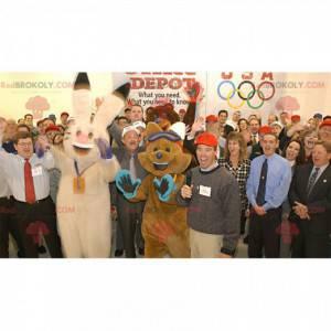 2 mascots a beige rabbit and a brown fox - Redbrokoly.com