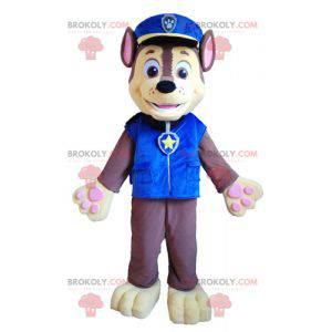 Brązowy i żółty pies maskotka w mundurze policyjnym -