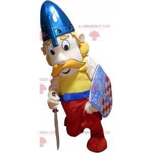 Vousatý blonďatý vikingský maskot s přilbou a štítem -
