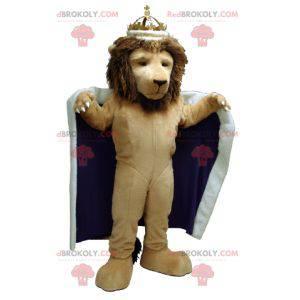 Maskot lva oblečený jako král s pláštěm a korunou -