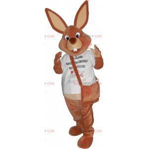Braunes Kaninchenmaskottchen mit einer Tasche - Redbrokoly.com