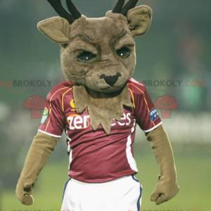 Maskot hnědého jelena s velkými parohy ve sportovním oblečení -