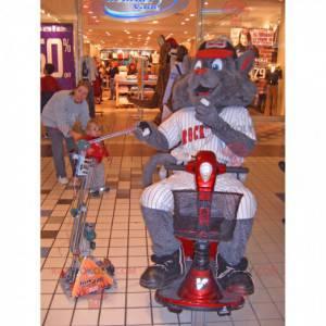 Maskot obří šedé kočky v hokejové výstroji - Redbrokoly.com