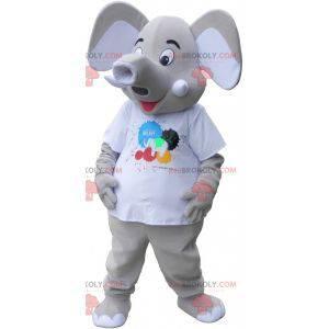 Riesiges graues Elefantenmaskottchen, das ein weißes T-Shirt